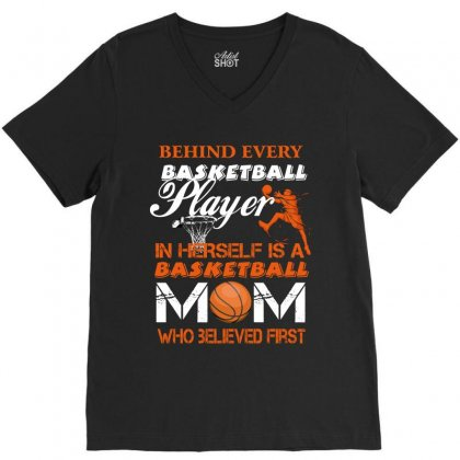 Behind Every Basketball Player In Herself Is A Mom Who Believed First V-neck Tee Designed By Wizarts