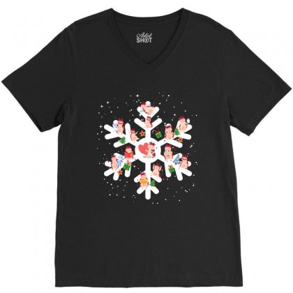 Cows Farm Animals In Christmas Snowflakes Christmas Gift V-neck Tee Designed By Hoainv