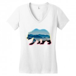 wild bear Women's V-Neck T-Shirt | Artistshot