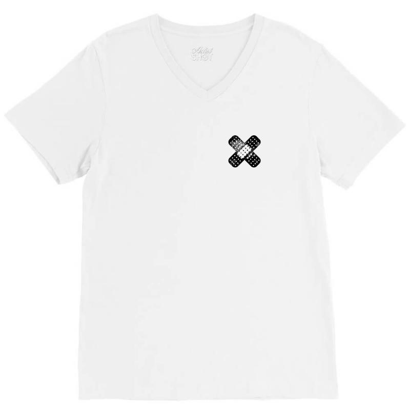 Im Good Pocket V-neck Tee | Artistshot
