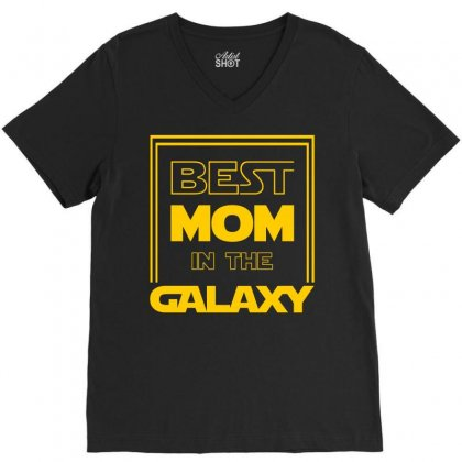 Best Mom In The Galaxy V-neck Tee Designed By Zeynepu