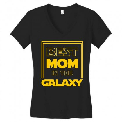 Best Mom In The Galaxy Women's V-neck T-shirt Designed By Zeynepu