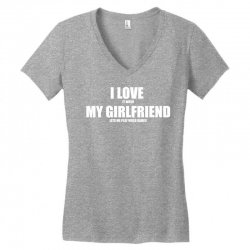 i love it when my girlfriend lets me play video games Women's V-Neck T-Shirt | Artistshot