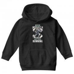 never underestimate an old man who loves running Youth Hoodie | Artistshot