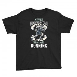 never underestimate an old man who loves running Youth Tee | Artistshot
