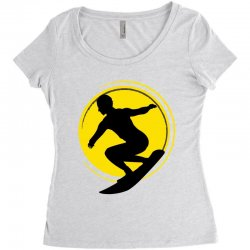 surfing girl Women's Triblend Scoop T-shirt | Artistshot