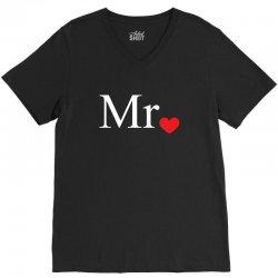 Mr with heart dot (Mr and Mrs set) V-Neck Tee | Artistshot