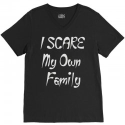i scare my own family V-Neck Tee | Artistshot